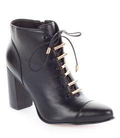 Kotníkové boty se šněrováním