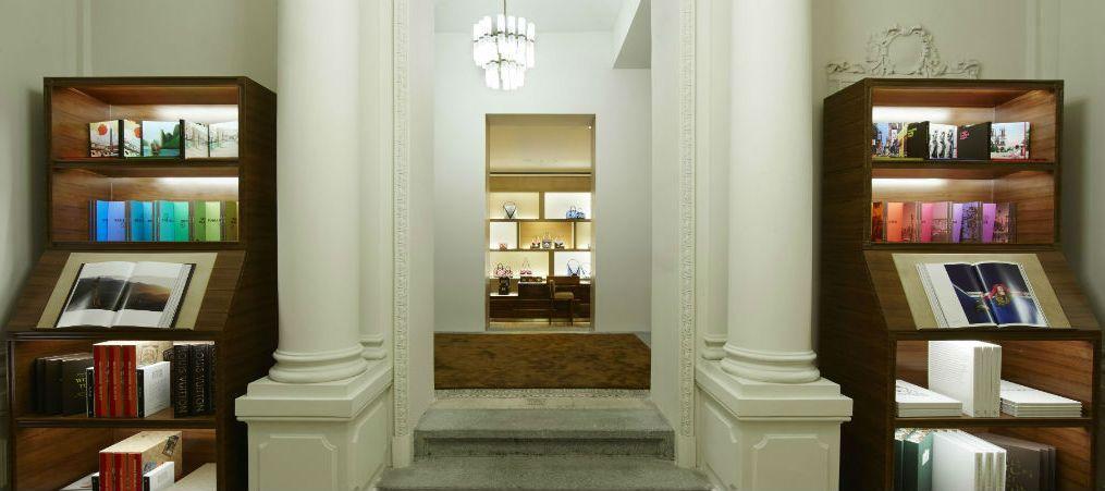Louis Vuitton má v Praze nový obchod. Tady je 5 zajímavostí nejen pro  shopaholiky f53b26f4b54