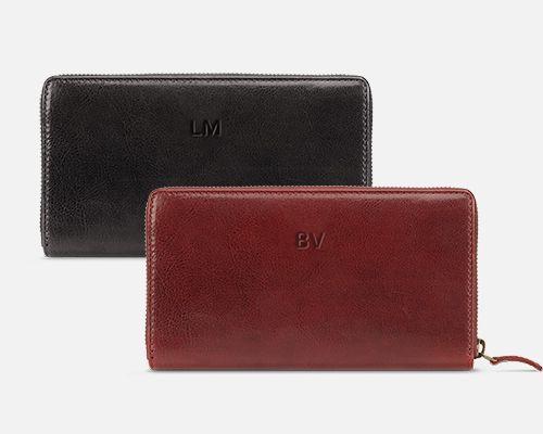 Iniciály na peněžence Lily